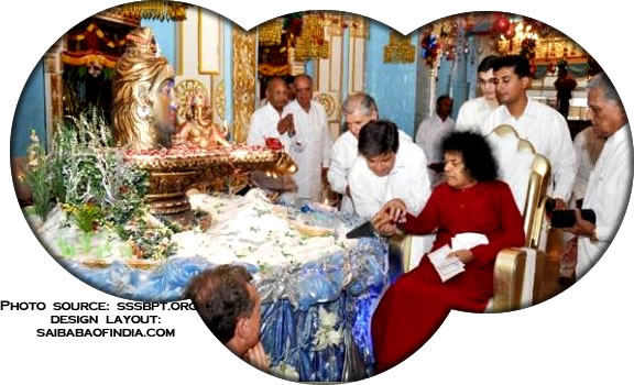 "Bhagawan, upon completing the round, cut the special cake done by a special Italian ""cake-makers""."