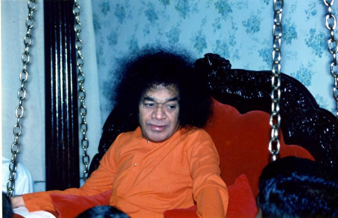 swami sri sathya sai baba looking with love