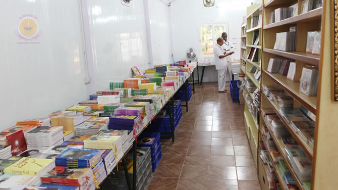 Prasanthi This Week�Facilitating additional service, selling books and audio visual items, a mini Book Stall was opened next to the South Indian Canteen coupon counter, between West 2-3 blocks, on Thursday, 21st June in Prasanthi Nilayam.