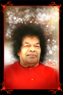 sri-sathya-sai-baba-beautiful-smile-maroon-robe