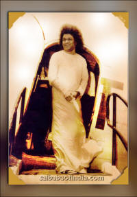 /sri-sathya-sai-baba rare photo arrival on plane