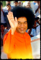 sri-sathya-sai-baba-blessing-the-crowd-of-devotees