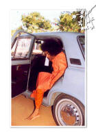 stepping out of His car - sri-sathya-sai-baba-coming-out-of-his-car