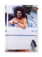 sri-sathya-sai-baba-white-mercedes-resting-on-car-window