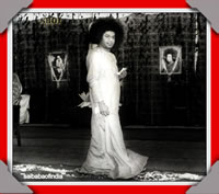 sri-sathya-sai-baba-darshan-with-shirdi-and-sai-baba-photos-behind