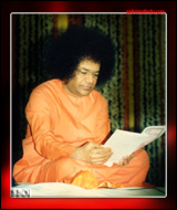 sri-sathya-sai-baba-reading
