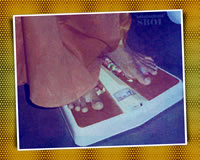 sri-sathya-sai-baba-standing-on-Weighing-Machine-scale