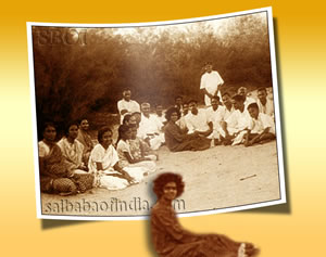 Old & Rare Group Photo with devotees...1000 x 800