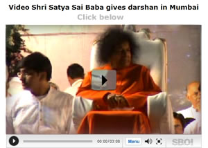 Video-Shri-Sathya-Sai-Baba-gives-darshan-in-Mumba