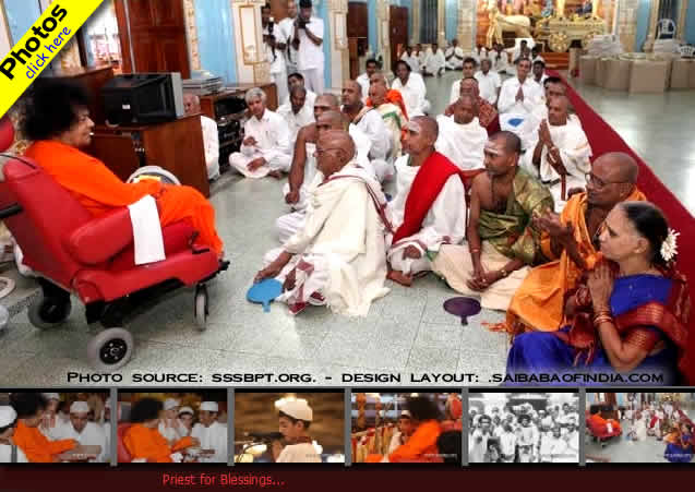 Bhagawan blessed the group of priests