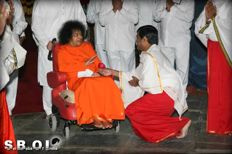 http://www.saibabaofindia.com/swami_speaks_to_the_alumni.htm